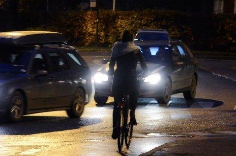 NÆRMEST USYNLIG: Uten refleks og lys på sykkelen blir man bortimot usynlig for bilistene.