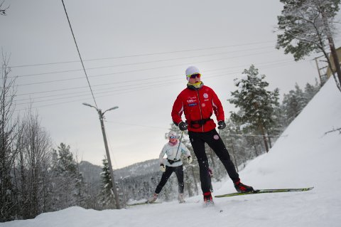 Are og Hannah Fossheim tar ekstra forholdsregler når de spenner på seg skiene for ei treningsøkt ute i sprengkulda. Studier viser at luftveiene og immunforsvaret er ekstra utsatt under trening ved lave temperaturer.