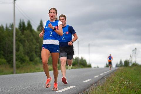 RASKESTE KVINNE: Maria Sagnes Wågan var raskeste kvinne under onsdagens Sørlimila. Her med Per Stian Aune hakk i hel.