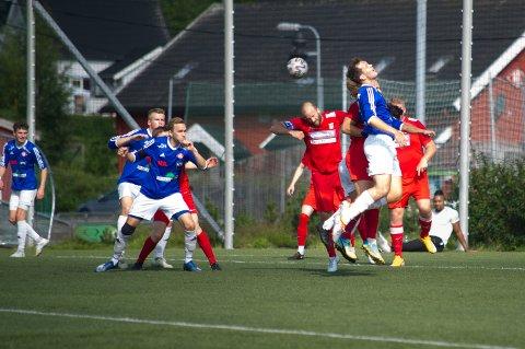 FØRSTE KAMP: Søndag spilte både NIL og RIL sin første kamp på lang tid da de to namdalske lagene møttes til treningskamp i Kleppen.
