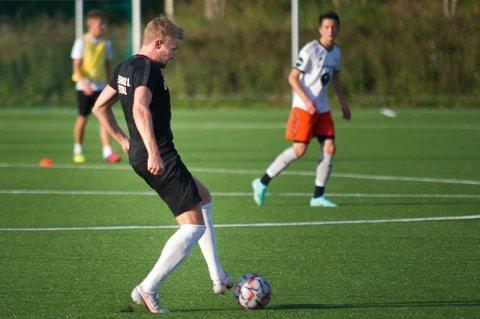NY SEIER: Ola Kristian Dahle Høstland scoret et mål da Flatanger sikret seg ny seier, denne gang på bekostning av naboen Bangsund.