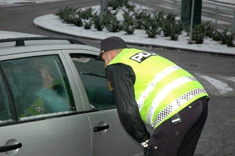 TRAFIKKONTROLL: Politiet gjennomfører stadig trafikkontroller og blir du tatt for et lovbrudd kan det koste deg dyrt. Arkivfoto