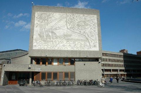 SAMARBEID: Nesjars og Picassos kunstverk på Y-blokka i Regjeringskvartalet, som er vedtatt revet. Arkivfoto: Nina Schyberg Olsen