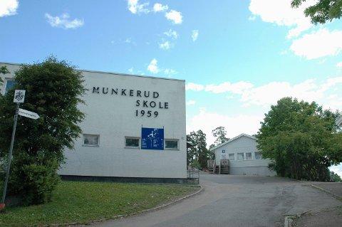 FØR: Munkerud skole slik den så ut fra Oberst Rodes vei frem til den ble revet i 2014.