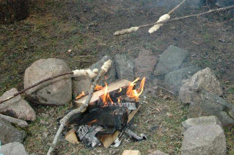 BÅL: Frem til 15. april er det lov å tenne bål i Oslomarka. Etter dette kan du kun bruke godkjente ildplasser. Arkivfoto