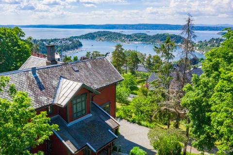 NYE EIERE: Etter 28 år får villaen nye eiere. De tar over boligen våren 2021.