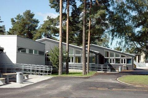 Cirka 230 elever er satt i karantene ved Oppsal skole.