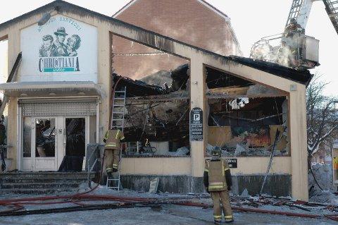 2009: Næringsbygget med videobutikk og solstudio i Våronnveien 17 ble totalskadd i brannen i februar 2009.