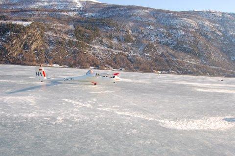 Seglflya er ein tradisjon på Vågåvassisen.