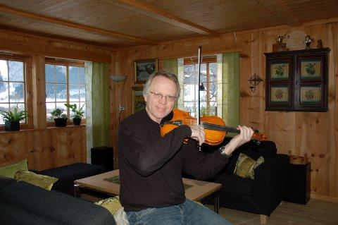 Trond Ole Haug går med cd-planar.