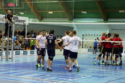 En skuffet BKT-gjeng måtte innse at NTNUI ble for sterke i Tromsøhallen lørdag. Det endte med et 0-3-tap i åpningskampen.