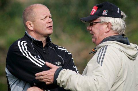 Daværende Rosenborg-trener Per-Mathias Høgmo i samtale med Nils Arne Eggen i La Manga i 2006.