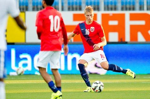 I en alder av 19 år er Ulrik Yttergård Jenssen nå et fast valg på det norske U21-landslaget. Mandag hentet tromsøgutten og det norske laget et viktig poeng med seg hjem fra Sveits.