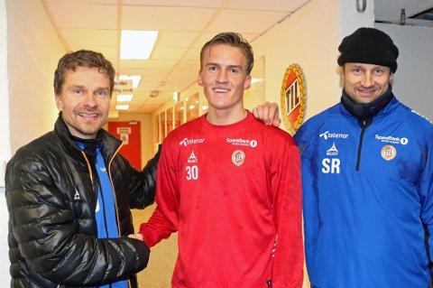 NY AVTALE: Runar Espejord (midten) er enig med TIL om ny treårskontrakt. Det gleder sportssjef Svein-Morten Johansen (t.v) og spisslegende Sigurd Rushfeldt (t.h)