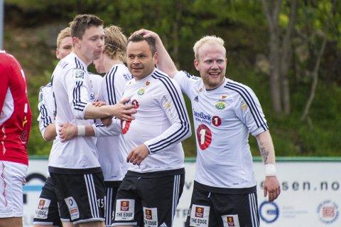 NY AVTALE: Andreas Løvland (t.h) er enig med Finnsnes om ny avtale.
