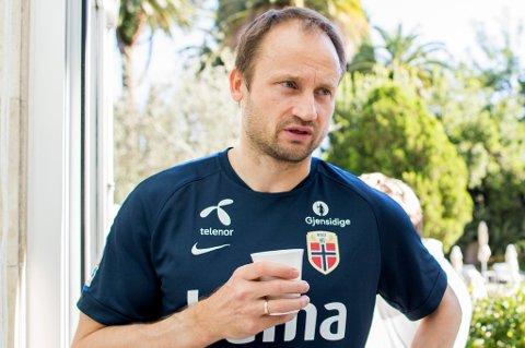 Sigurd Rushfeldt forteller til Nordlys at han ikke kommer til å ha tre jobber i 2016, slik han har hatt i år. Det betyr en dårlig nyhet for enten TIL, A-landslaget eller NTG Tromsø.