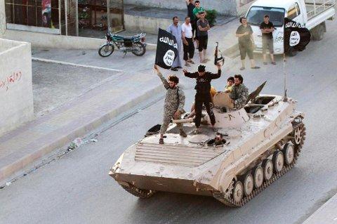TERRORHOVEDSTAD: Raqqa er hovedstad i det selverklærte kalifatet til ekstremistgruppen Den islamske stat (IS). Ifølge påtalemyndigheten tok en 36-åring bosatt i Troms med seg kone og fem barn til byen i Nord-Syria. Han er nå tiltalt for frihetsberøvelse.