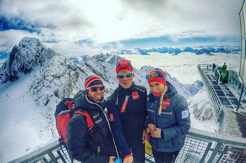 Strålende forhold og fantastisk utsikt for Christian Tvedt Bugge, Håkon Mikalsen, Lovise Heimdal og de andre løperne fra Team Nord-Norge i Ramsau i Østerrike.
