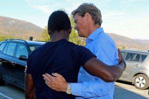 Jens Johan Hjort tok farvel med Chuksonyedika «Chuks» Agbakwue da han ble sendt ut av landet, og har engasjert seg sterkt i denne saken.