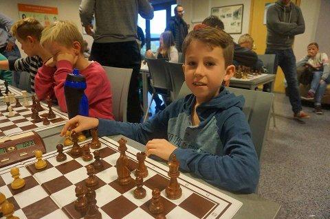 athias Lind Schouten er blant mange lovende sjakkspillere i Tromsø. Foto: Tromsø Sjakklubb
