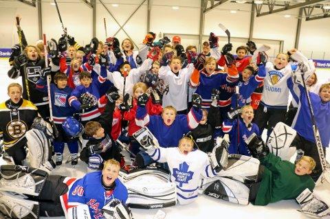 TRENINGSGLADE HOCKEYSPILLERE: Tromsø Hockey har samlet spillere fra hele Nord-Norge til hockeycamp i Tromsø i høstferien.