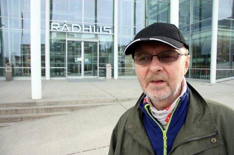 AKSJONERER: Bjørn Willumsen i fagforbundet planlegger aksjon foran rådhuset. Her ved en tidligere anledning.