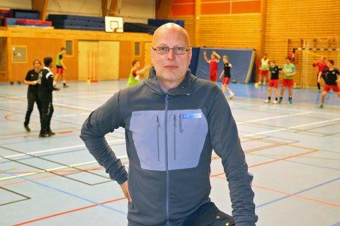 HALVVEIS: Daglig leder i Tromsø Idrettsråd, Alf-Kondrad Wilhelmsen, mener Tromsø må ha 14 idrettshallflater for å kunne tilfredsstille det reelle behovet til hallidrettene i Tromsø.
