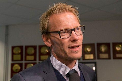 TV2-ekspert og tidligere TIL-helt Ole Martin Årst blir paff når han får høre hvor mange mål landslagets førstevalg på topp, Joshua King, har scoret i sin klubb- og landslagskarriere.