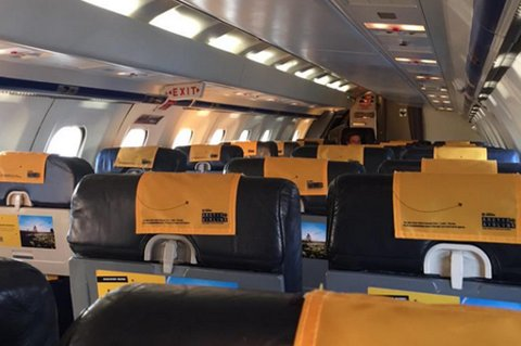 FÅ PASSASJERER: Kun to personer var ombord i flyet onsdag morgen. Foto: Privat