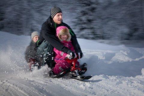 LEKER: Tromsøværinger er lekne og liker naturen. Det hjelper oss gjennom vintertiden, viser ny forskning. Foto: Ole Åsheim