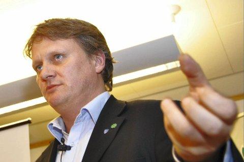 VEIPLANER: Fylkesråd for samferdsel, Ivar B. Prestbakmo, har ei lang liste med veiplaner klar til tross for pengemangel i fylket.