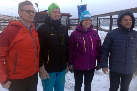 Fornøyde med oppkjøp av alpinanlegget i Kroken for 3,3 millioner kroner. F.v. Byråd Brage Larsen Sollund, kommunaldirektør Bjarte Kristoffersen og alpinsporten representert ved klubbleder Merete A. Paasche og styreleder Reinhold Fieler.