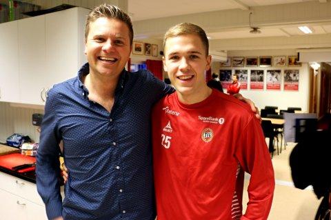 Lasse Nilsen (t.h.) gir en stor takk for egen utvikling til Lars Petter Andressen (t.v.) for jobben han har gjort som sportssjef for NTG og rundt TILs A- og B-lag. Andressen har vært fem år i TIL og NTG, men kan fort bli aktuell for trenerjobben i det han betegner som «sin klubb», Follo.