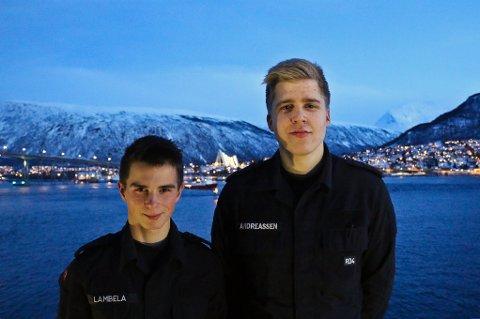REDNINGSMENN: Kai-Roger Lambela (t.v) og Bendik Andreassen (t.h) er menige soldater på Kystvaktens fartøy KV «Sortland».
