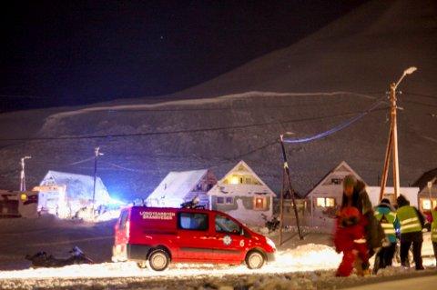 STORT: Her er bruddkanten på snøskredet som traff en rekke av de såkalte spisshusene i Longyearbyen er godt synlig.