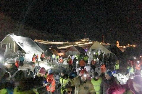 HYLLES: Lokalbefolkningen i Longyearbyen får skryt for måten de har håndtert skredtragedien på.
