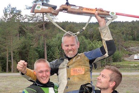 Roy Håkstad - vinner av felthurtigskyting på Landsskytterstevnet 2015 Her med klubbkameratene fra Lakselvdal, Truls Pedersen (t.v.) og Marius Levang.