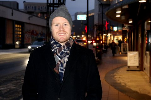 Tom Høgli er tilbake i Tromsø. Om han kommer permanent tilbake i 2016 eller 2017 har han og familien langt på vei gjort seg opp sine tanker om, men det budskapet kommer ikke før rundt 10.-11. januar.