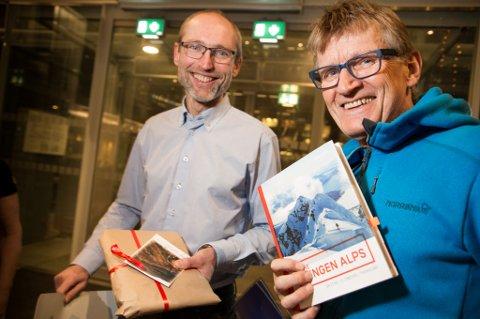 Inntektene fra fjellturbok om Lyngen går til proteseverkstedet i Gaza. Mads Gilbert og Eivind Smeland.