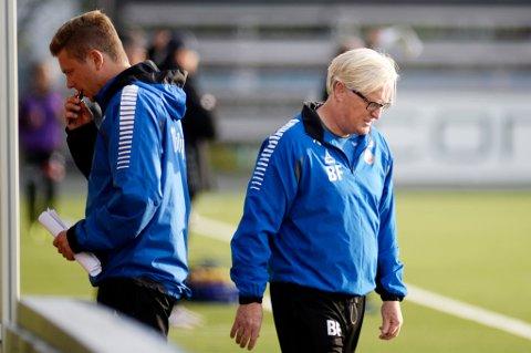 Det kan fortsatt være at Lars Petter Andressen (t.v.) signerer en avtale som assistenttrener for A-laget til TIL, men hovedtrener Bård Flovik (t.h.) understreker overfor Nordlys at ingenting er bestemt ennå, annet enn at de to skal ha en prat til helga.
