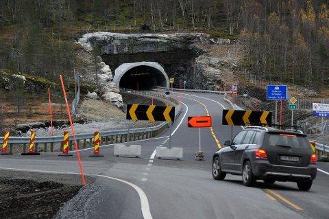 Et halvt år etter at tunnelen etter planen skulle åpnes, er det duket for offisiell åpning 4. januar. Foto: Øyvind A. Olsen .