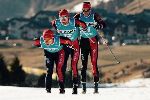 GA ALT: Snorri Einarsson (foran) drar lagkameratene Tord Asle Gjerdalen (midten) og Anders Aukland i Skiclassics-åpningen.