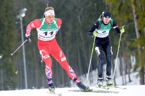 Fredrik Mack Rørvik i aksjon under torsdagens normaldistanse i junior-VM i skiskyting i Hviterussland.