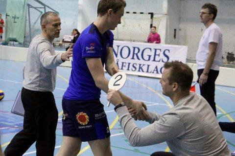 FERIERER: BKT-trener Edgar Broks (t.v) er på Gran Canaria når BKT møter NTNUI i Tromsøhallen lørdag. Assistenttrener Harry Fagervold (t.h) skal styre Petter Østvik (midten) og de andre BKT-spillerne.