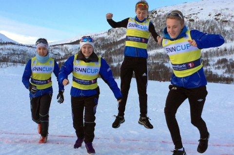 Glade og fornøyde kretscupvinnere fra treningsgruppa til Tromsø Skiklubb Langrenn. F.v. Anna Sofie Ravna (J13), Emilie Grape (J14), Johannes Andberg Stenersen (G14, delt førsteplass og hører egentlig til Kvaløysletta Skilag) og Hallvard Romsaas (G13).