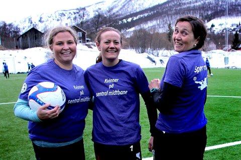 KVINNELØFT: Britt Leandersen (f.v), Gøril Heide og Cathrine Kristoffersen vil øke antallet kvinnelige trenere, ledere og dommere i fotballen gjennom kompetanseløft gjennom egne kvinnesamlinger. Leandersen mener antallet kvinnelige trenere i Troms Fotballkrets, 17 prosent totalt, er pinlig lavt.