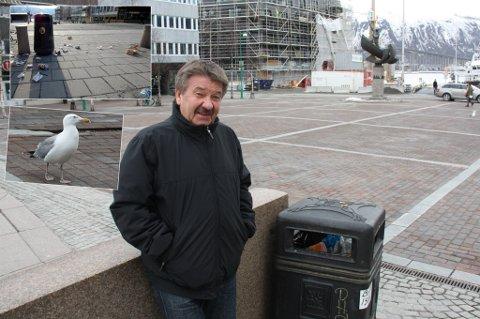 OPPGITT: Huseier Roger Michalsen vil se både flere og nye søppelbokser og kostebilen i sving i helgene i sentrum. -  Det ser ikke ut her lørdag og søndag morgen, sier Michalsen.