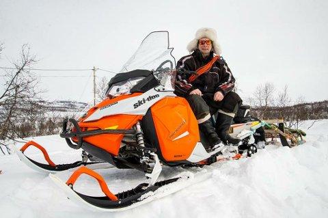 REINDRIFTSUTØVER: Ole-Thomas Baal er reindriftsutøver i Skibotn. Han skulle opp i distriktet sitt og se etter dyrene, da han støtte på den finske kvinnen, som hadde vært værfast sammen med en mann på 70 år siden lørdag. Foto: Stian Joachim Olsen
