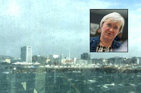 KRITISK: Elisabeth Aspaker mener havnevesenet burde ha laget mer rom for MS Midnatsol da hun ankom Bodø onsdags formiddag. – Vitner om mangelfull informasjon, kontrer havnedirektøren.