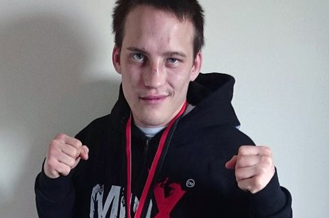 FORSLÅTT: Slik så ansiktet til Nils-Henrik Tjikkom ut etter sin første proffkamp i MMA.